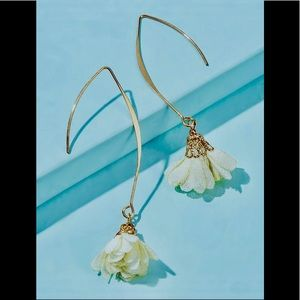 Jewelry - Lifelike Flower Drop Earrings / (OS) Brand New!!!